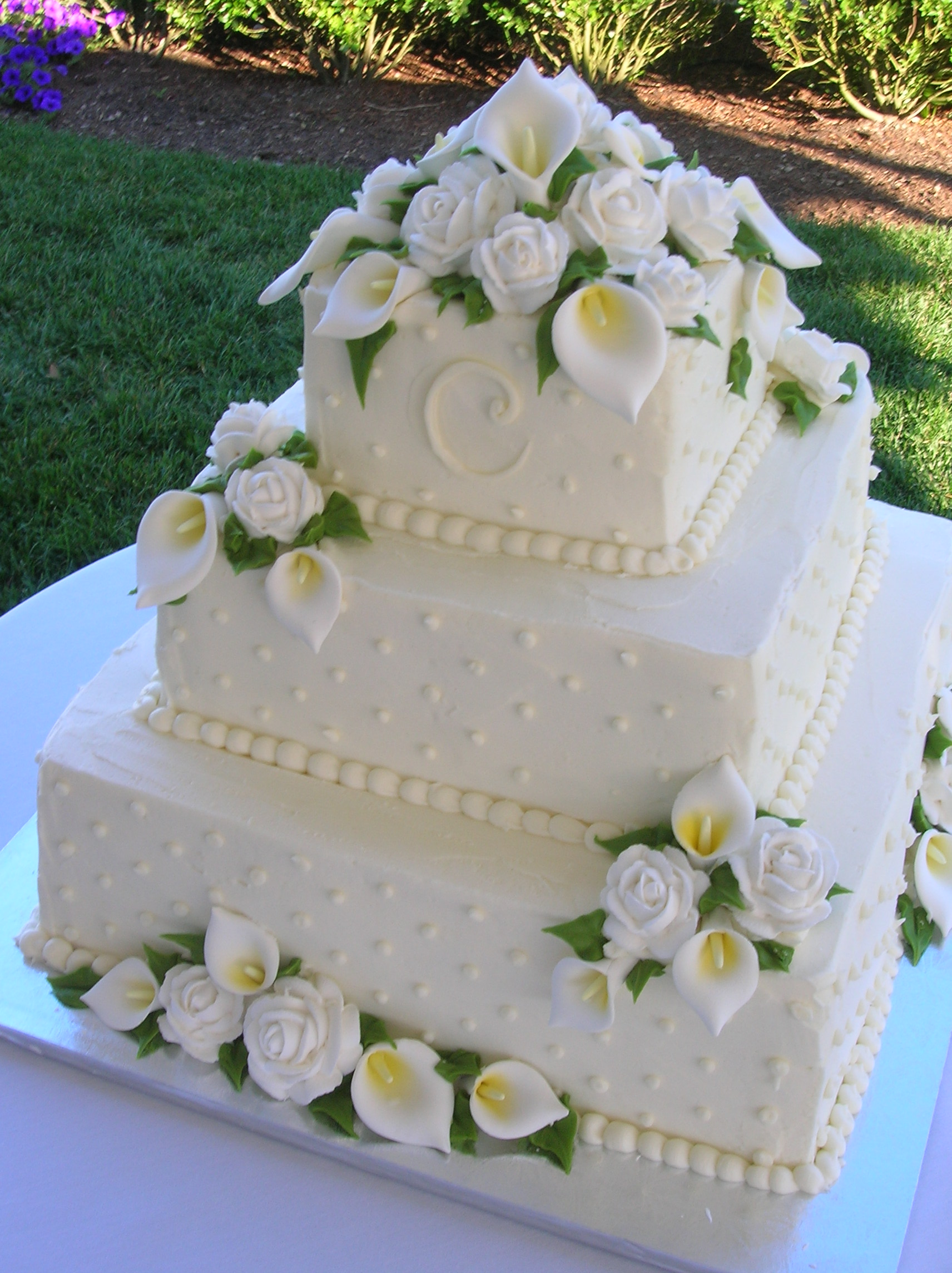 wedding cake with lilies and roses s sweetcakes summer 26922